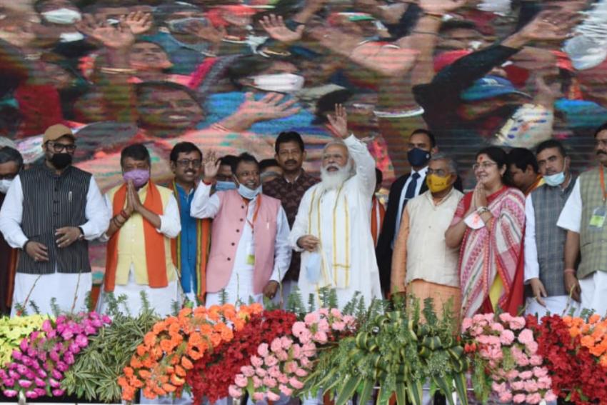Following TMC's 'Bengal's Daughter Mamata' Campaign, PM Modi Highlights Plight Of 'Bangal Ki Betiyon'