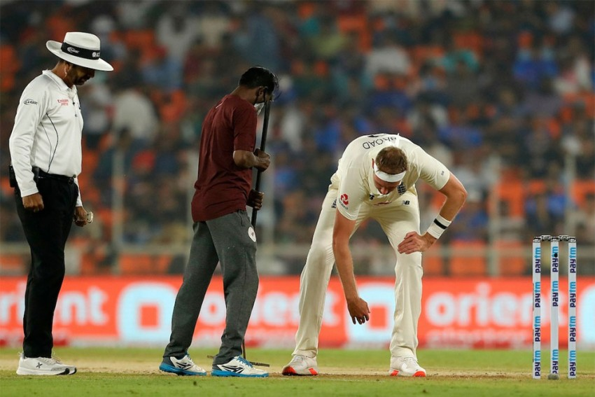 'Give The Teams 3 Innings': Former Players Slam Motera Pitch, But Sunil Gavaskar Thinks Otherwise