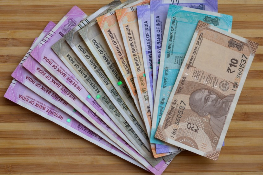 Man In UP Tries To Deposit Fake Currency Notes In Bank, Detained