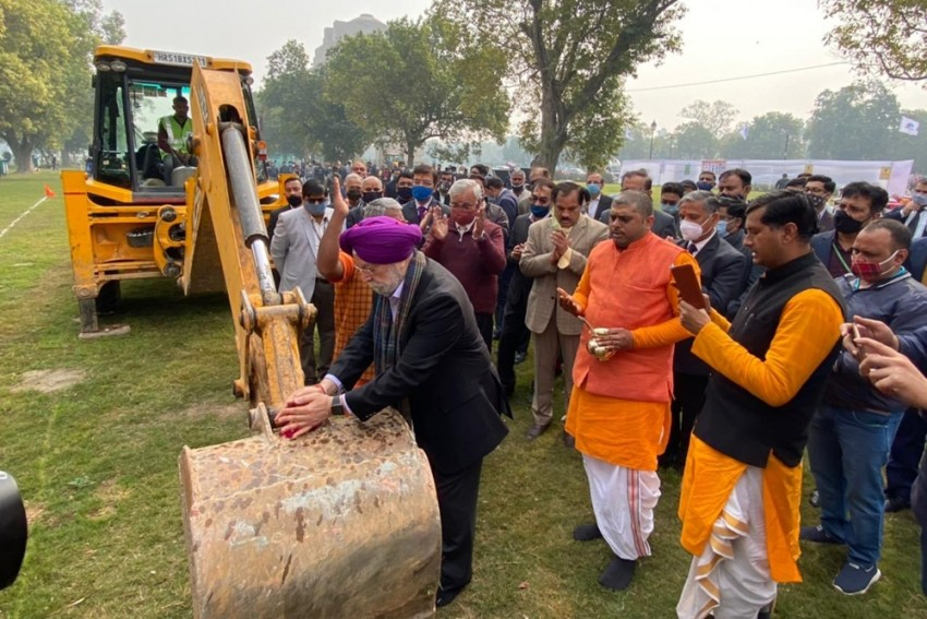 Hardeep Singh Puri Performs 'Bhoomi Pujan' For Redevelopment Of Central Vista Avenue