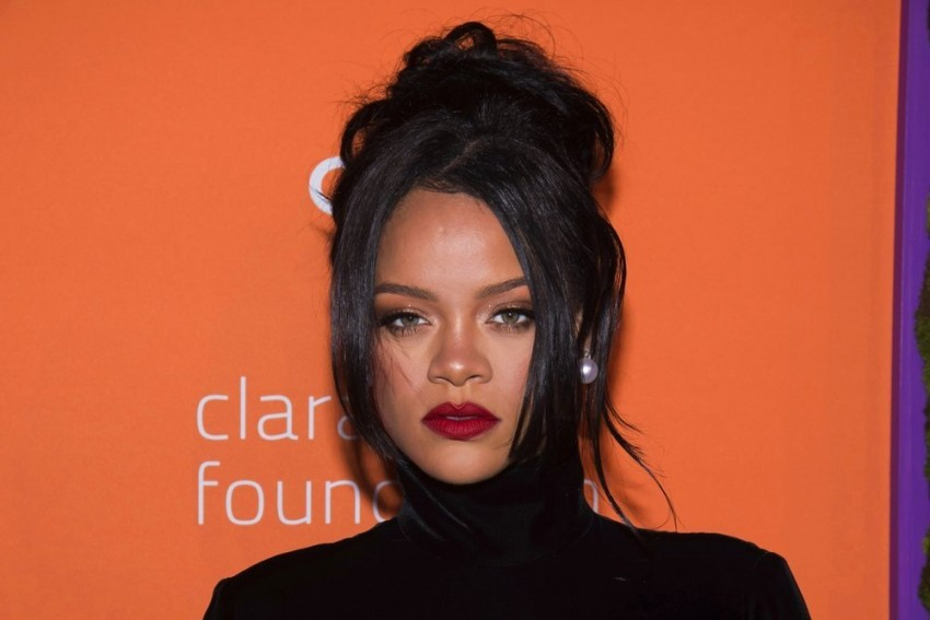 Fake Photo Of Rihanna Holding Pakistani Flag Goes Viral After Her Tweets On Farmers' Protest