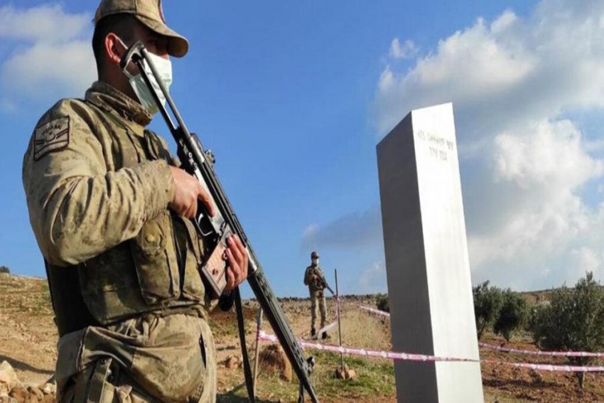 Mysterious, 3-Meter-High Monolith Pops Up In Turkey's Sanliurfa Province