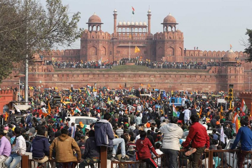 R-Day Violence: Police Arrests Man Who Attacked Cop With Spear