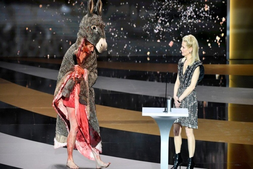 Actress Strips Naked At 'French Oscars' To Demand Support For Country's Art Industry
