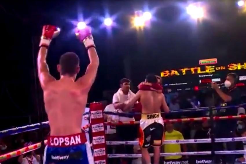 Heartbreak For Vijender Singh As Russian Artysh Lopsan Ends Indian Boxer's Unbeaten Run - WATCH