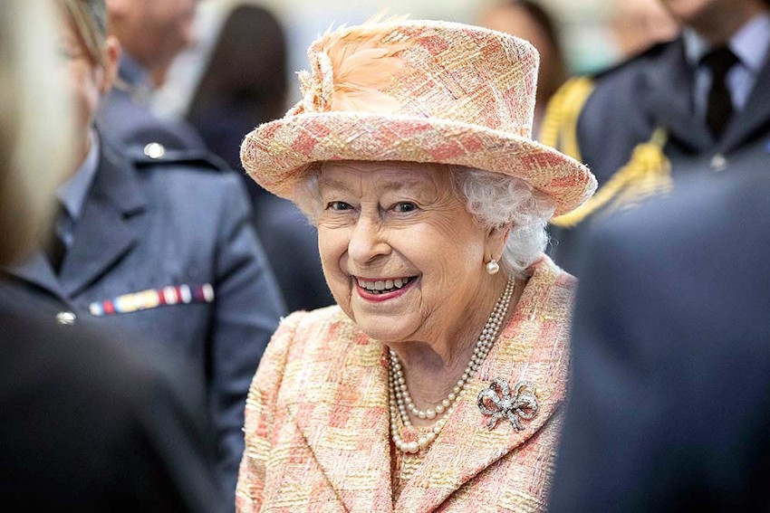 Britain's Queen Expresses Delight At Birth Of 10th Great Grandchild