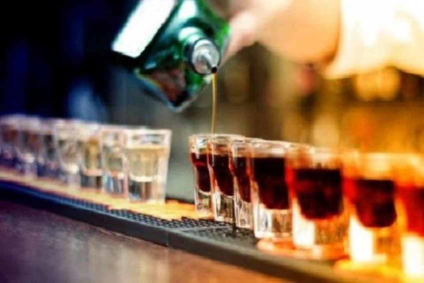 Soon Delhites Can Order Full Bottle Of Alcohol At Clubs And Hotels