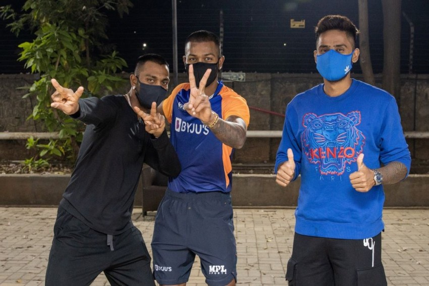 Hardik, Krunal Pandya And Suryakumar Yadav Join Mumbai Indians Squad In Mumbai