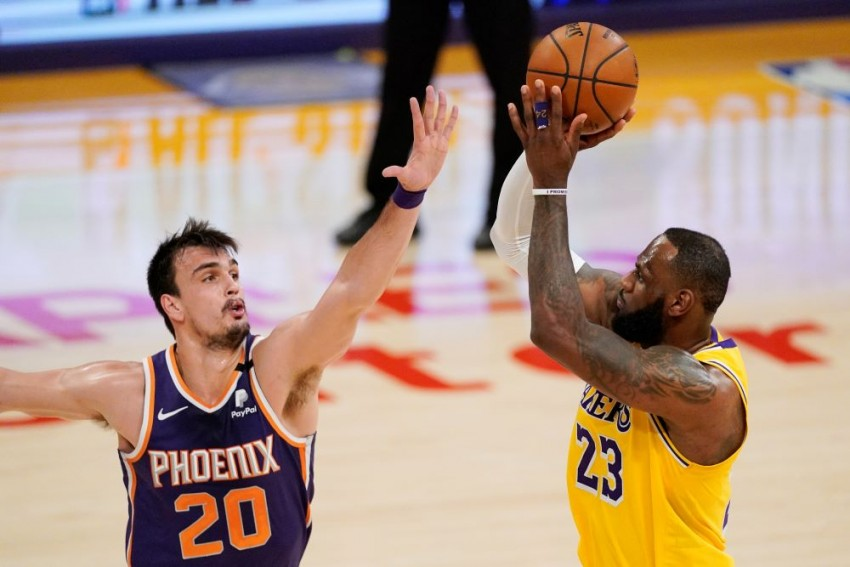NBA: LeBron James Not Enough As Suns Sizzle Against LA Lakers, Beal Sets Wizards Record