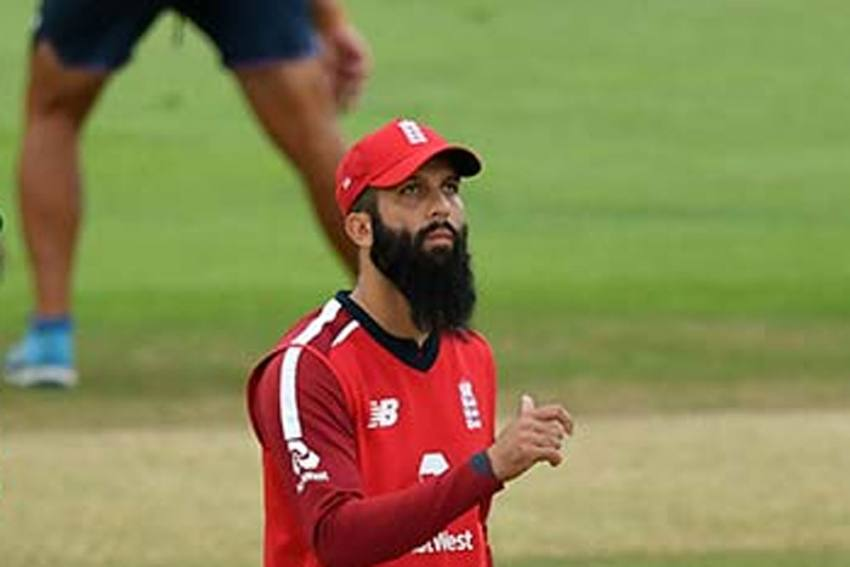 IPL 2021: Chennai Super Kings Moeen Ali Praises MS Dhoni, Says, 'Helps Players Improve Their Game'