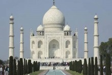 Bomb Scare At Agra's Taj Mahal, Tourists Evacuated, Search Underway