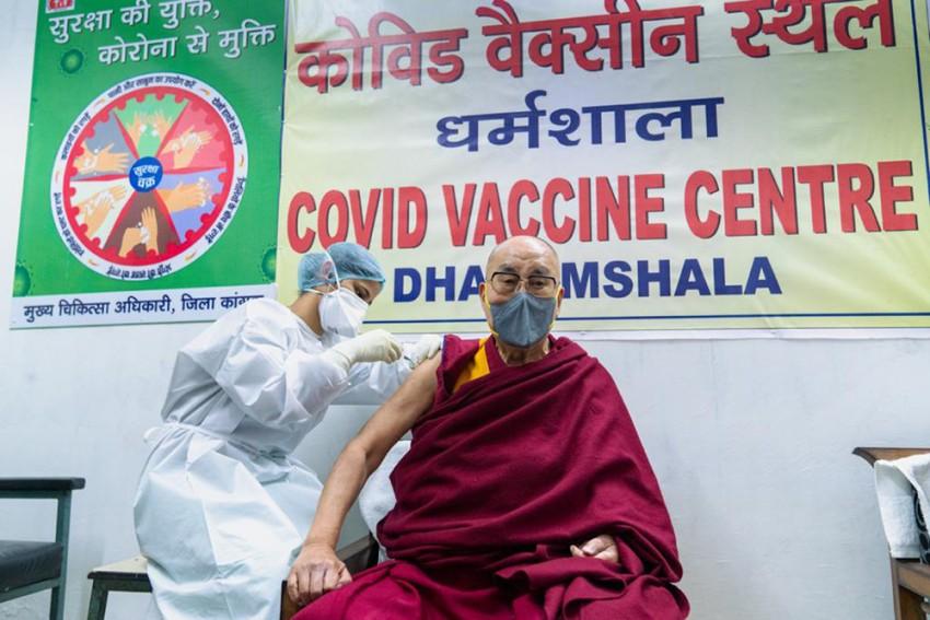 'You're Doing A Great Job': Dalai Lama To Nurse Who Gave Him Covid-19 Jab