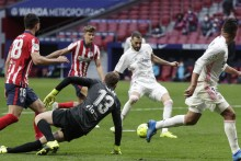 Atletico Madrid 1-1 Real Madrid: Karim Benzema Leaves It Late But Leaders Still Waiting For Derbi Win