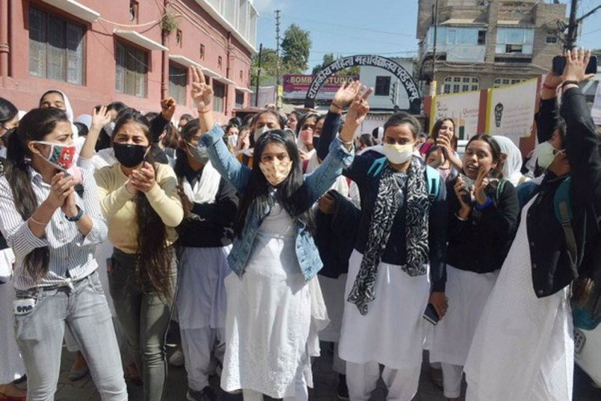 J&K: Girls Outperform Boys In Class 12 Board Exams, Bag Most Top Ranks