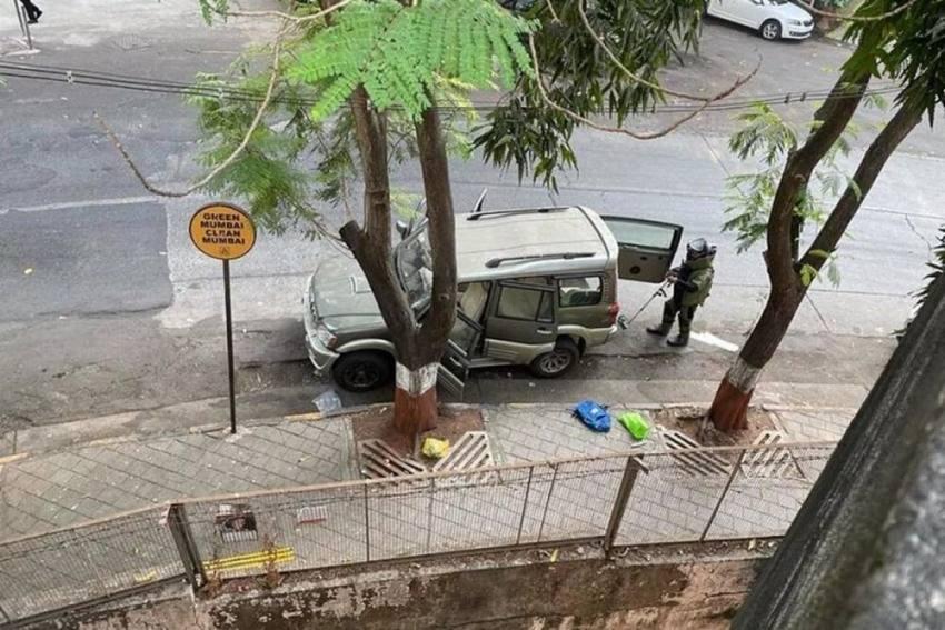 Antilia Bomb Scare Probe: Sachin Vaze's Aide API Riyaz Kazi Suspended After Arrest