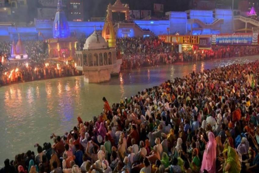 Thousands, Many Maskless, Gather For Kumbh Mela Amid India Covid Battle