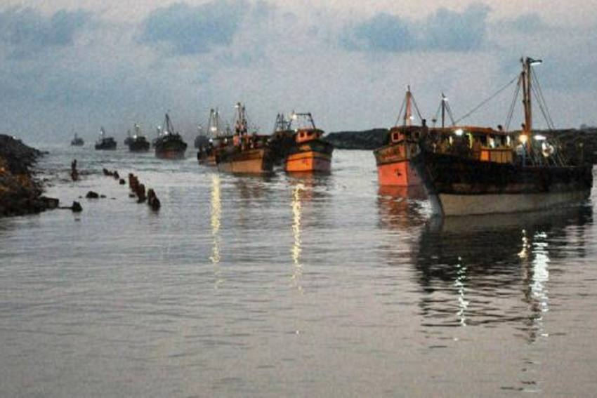 Boat Carrying 8 Pakistanis, 30 kg Heroin Seized By Indian Coast Guard In Kutch