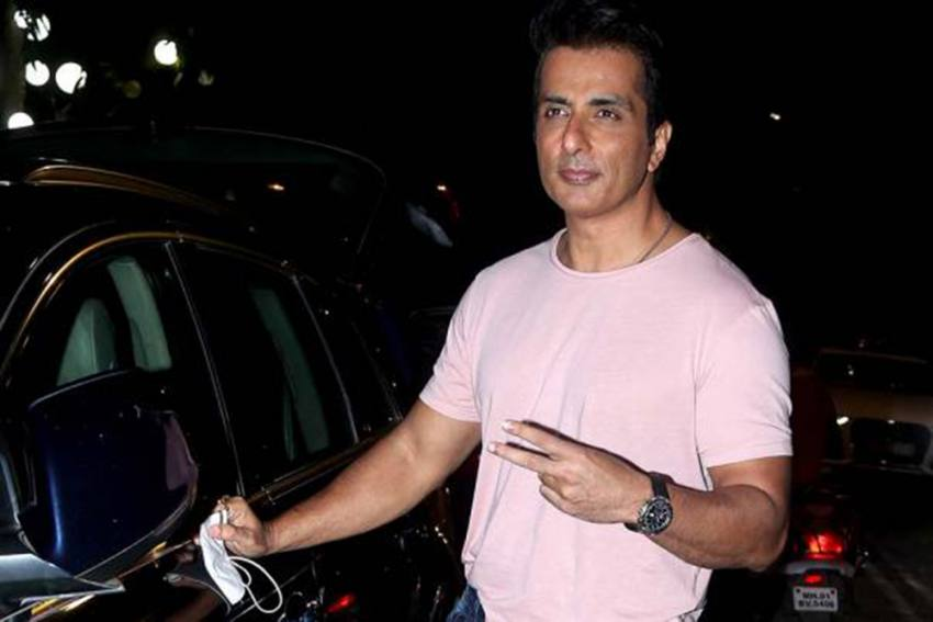 Bollywood Actor Sonu Sood Tests Positive For Covid-19, Under Quarantine