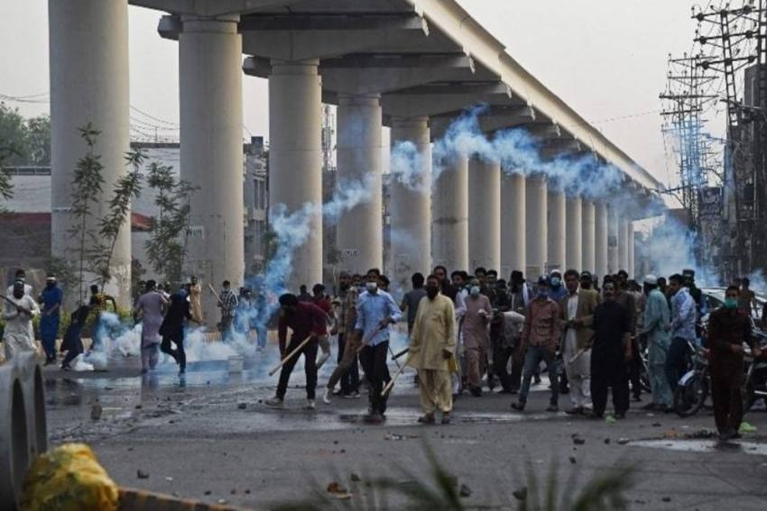 Violent Protests Rock Lahore After Radical Outfit Takes Six Security Personnel Hostage