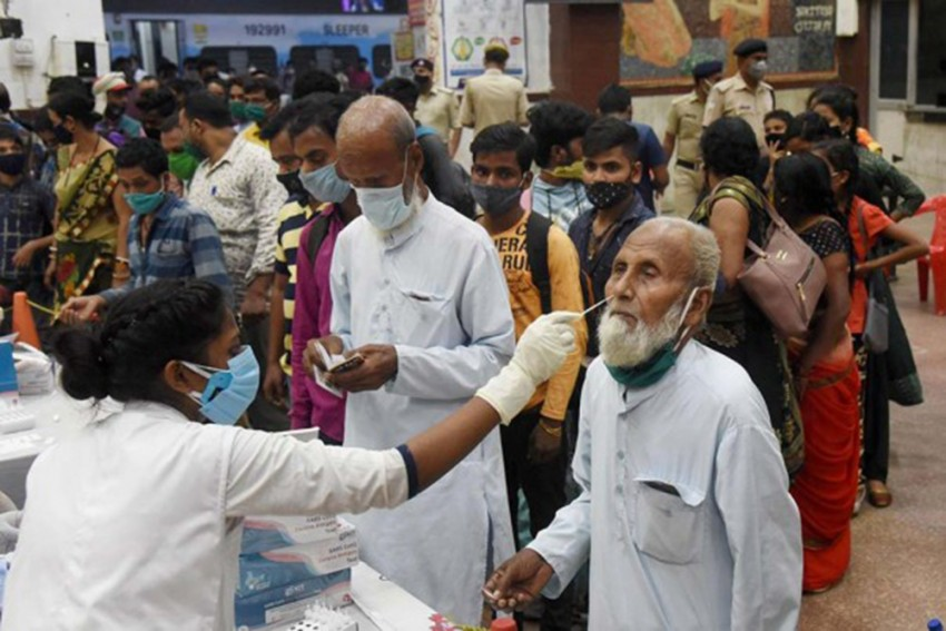 Centre Bans Oxygen Supply For Industrial Purposes, Diverts Gas For Covid-19 Treatment