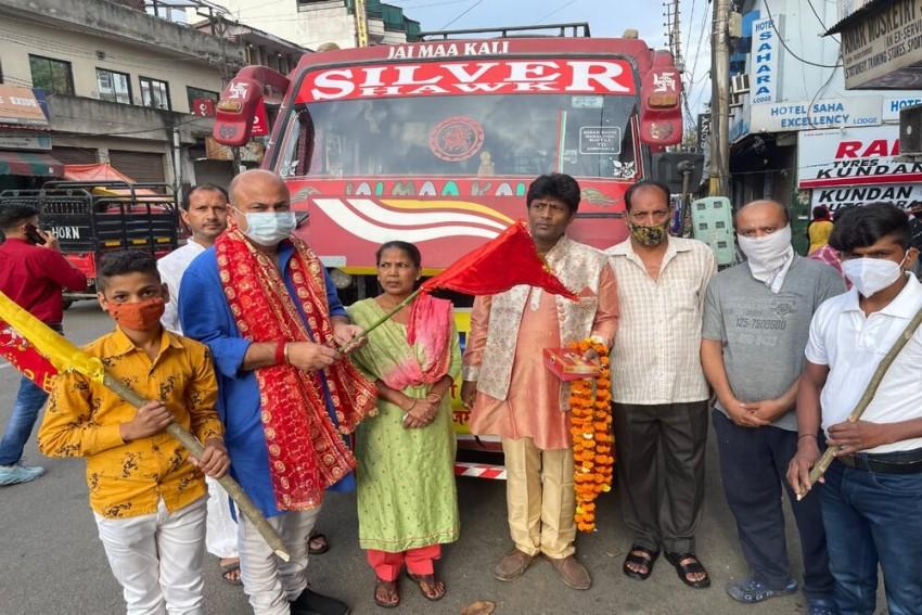 Amid Rising Covid-19 Cases In J&K, BJP Leader Flags Off Shoba Yatra