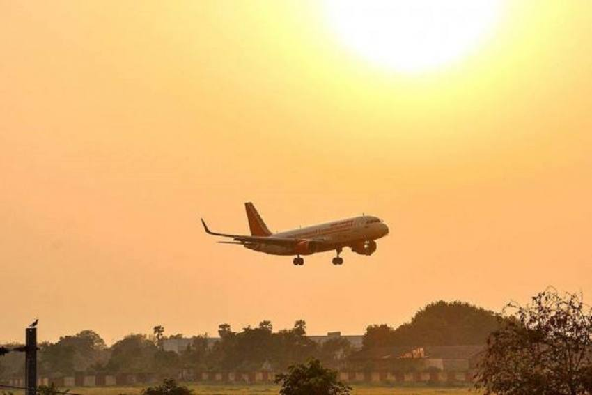 Elderly Couple Sues Air India For Providing Only One 'Stale' Meal During 16-Hour-Long Flight