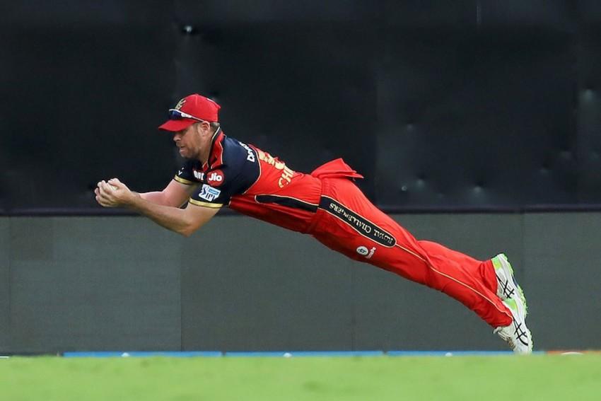 RCB Vs KKR: Flying Dan Christian Takes Stunning Catch To Send Shubman Gill Back In IPL 2021 - WATCH