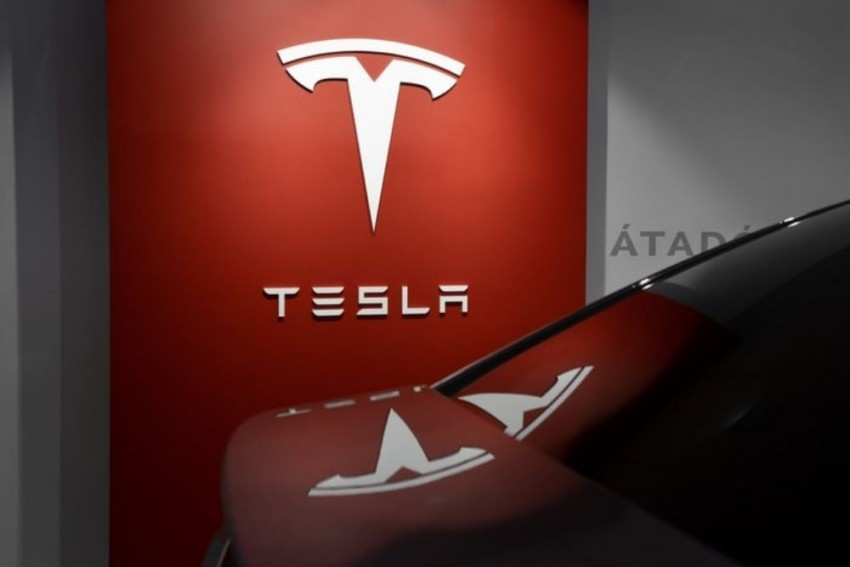 2 Killed In Deadly Tesla Car Crash, Police Say 'No One Was Driving'