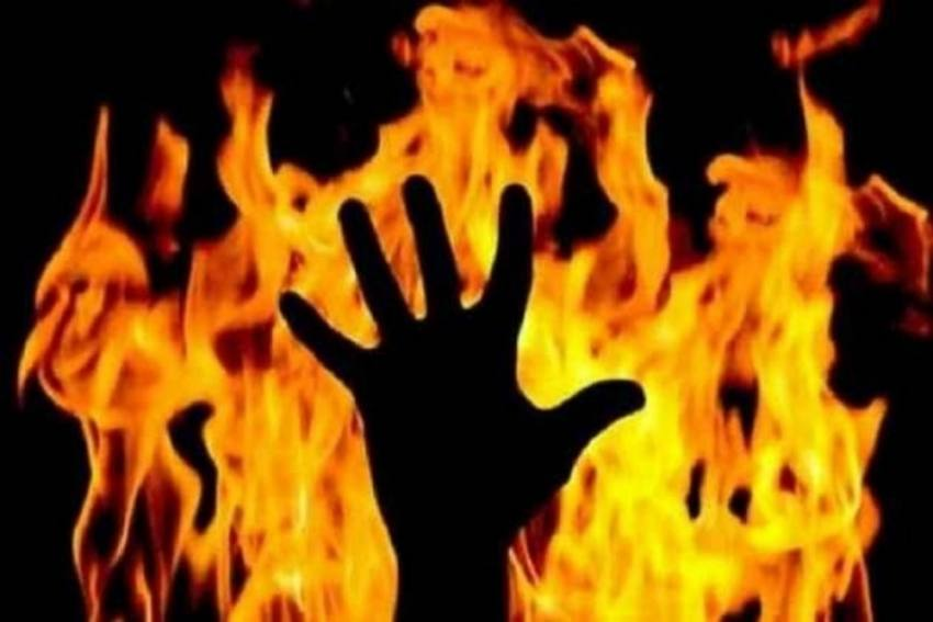 Woman Catches Husband Buying Liquor Against Her Wish, Sets Herself Ablaze Outside Store