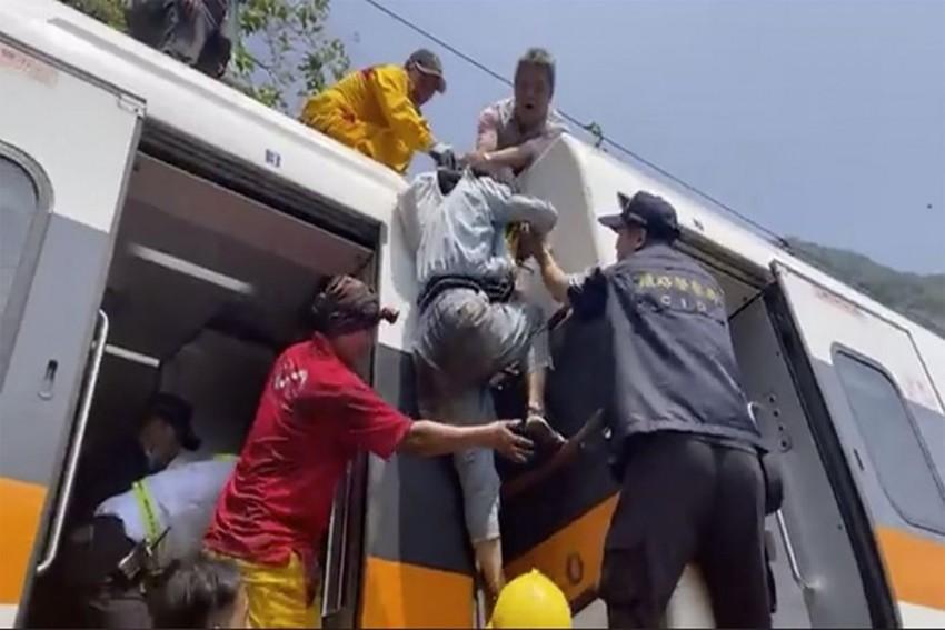 34 Killed, Dozens Injured In Train Crash In Taiwan