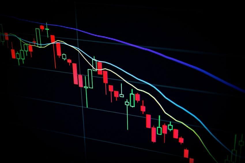 Asian Stocks Fall Amid Rising Covid-19 Cases