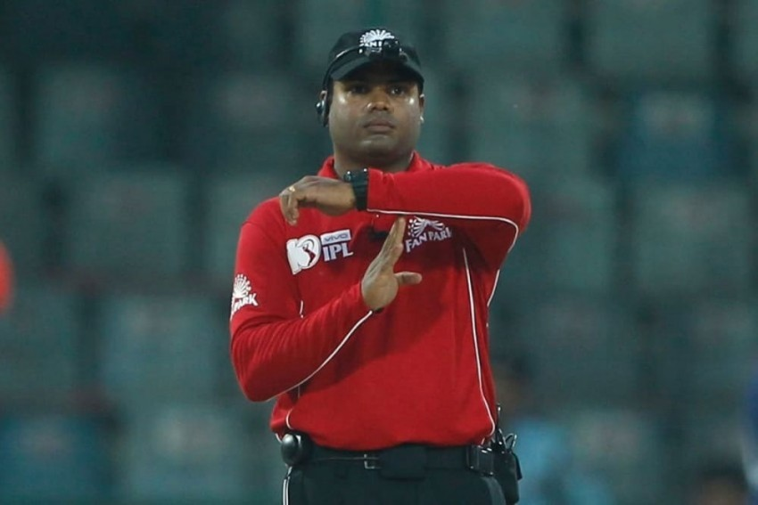 COVID-19 Scare: Umpires Nitin Menon, Paul Reiffel Take Time Out From IPL 2021