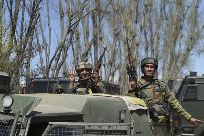 Encounter Breaks Out Between Security Forces, Militants In Jammu and Kashmir's Hirpora