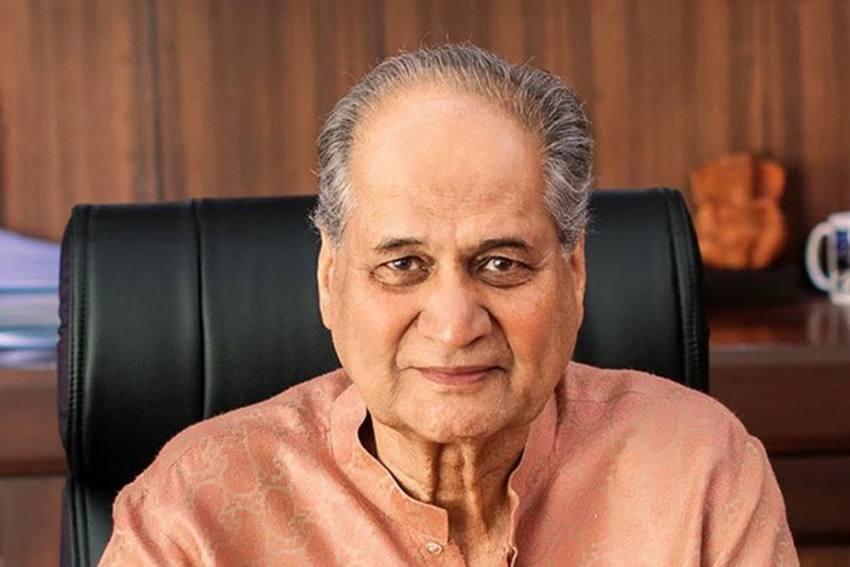 Rahul Bajaj Steps Down As Bajaj Auto Chairman, Niraj Bajaj Takes Charge