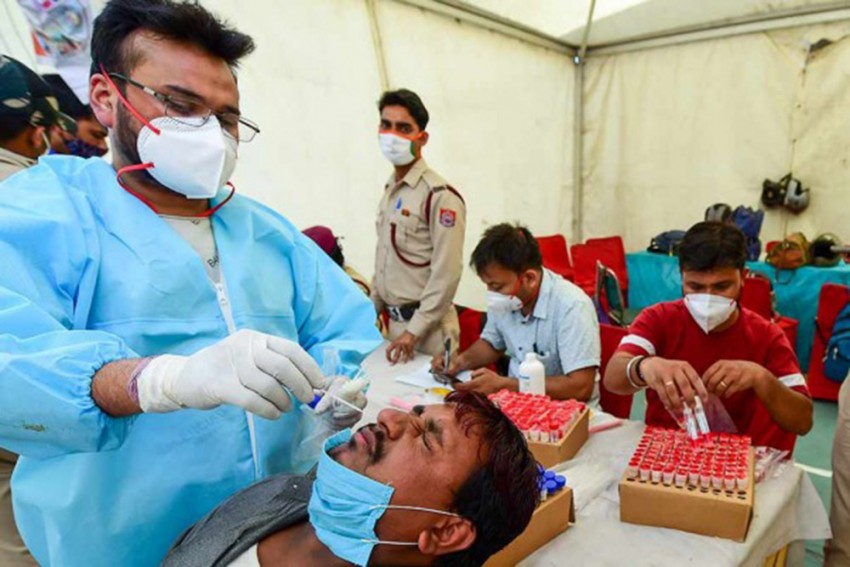 Covid-19: Delhi Govt Orders 1/3rd Vaccination Centres To Run 24X7; Kejriwal Writes To Modi Seeking Norm Relaxation