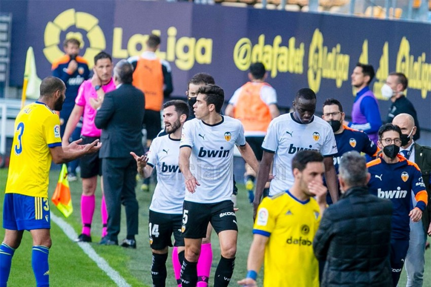 Valencia Walk Off After Mouctar Diakhaby Accuses Cadiz Of Racist Abuse During La Liga Match