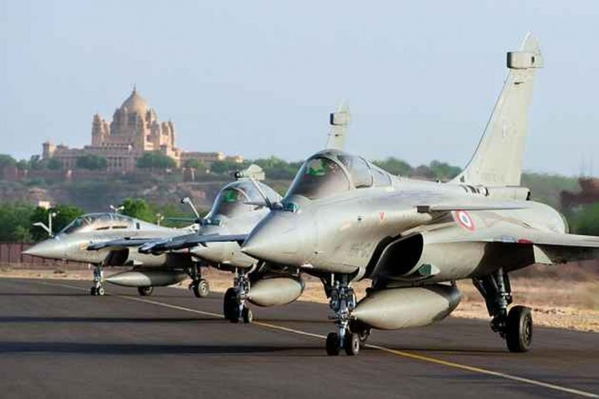 Cong Seeks Independent Probe After French Expose On €1Million Kickback In Rafale Deal