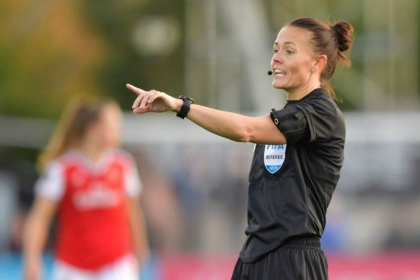 Rebecca Welch Becomes 1st Woman To Referee In English Men's Pro League