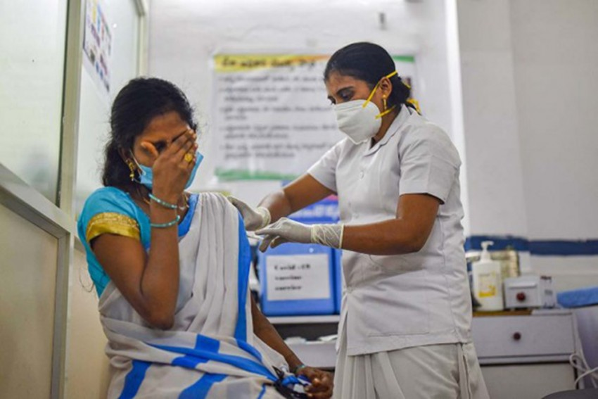 Vaccination Drive In Mumbai To Halt Tomorrow Due To Vaccine Shortage