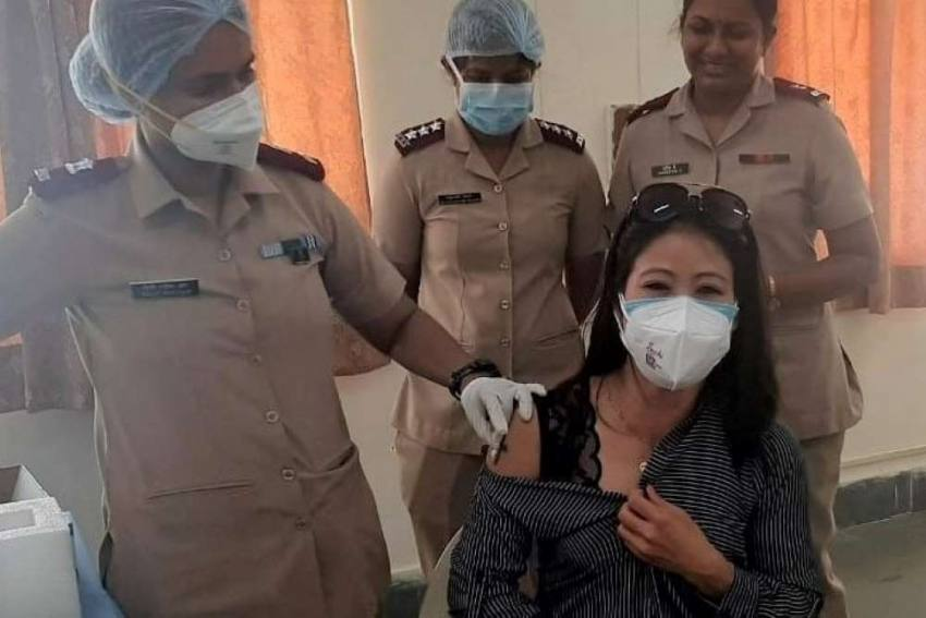 Olympic-bound Boxers Mary Kom, Lovlina Borgohain Get First Dose Of COVID-19 Vaccine