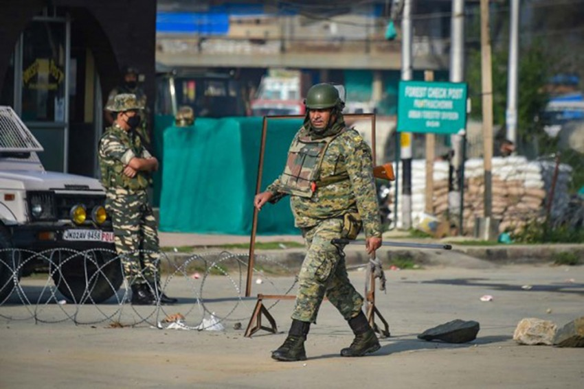 Outcry After J&K Police 'Beat Women' To Impose Corona Curfew