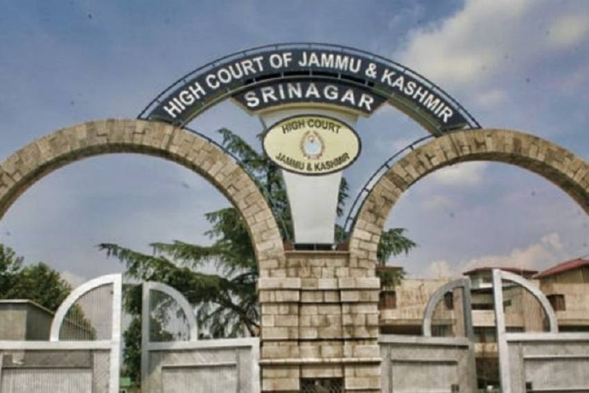 J-K HC Bar Association Seeks Parole For Kashmiri Prisoners Amid Covid Surge