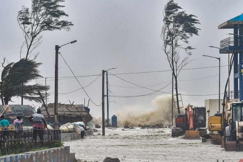 As Cyclone Yaas Strikes Odisha, Storm Surge Tops Bengal's Concerns