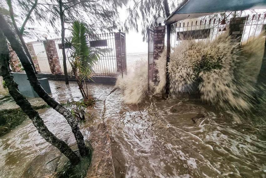 Cyclone Yaas: Storm Surges Wreak Havoc In Coastal Bengal, Danger Not Over Yet