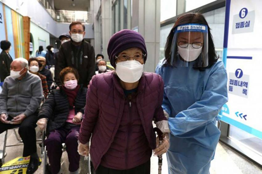 To Promote Vaccination, South Korea Likely To Exempt Those Inoculated From Wearing Masks