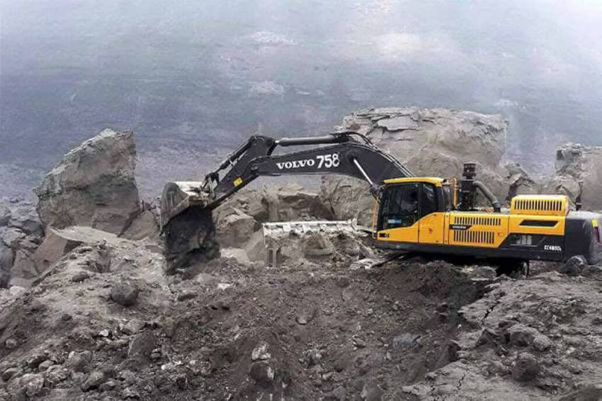 Five Persons Feared Trapped In Meghalaya Coal Mine