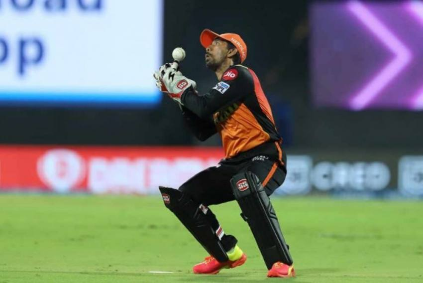 Wriddhiman Saha Tests COVID-19 Positive, Mumbai Indians vs Sunrisers Hyderabad Tie Likely To Be Rescheduled