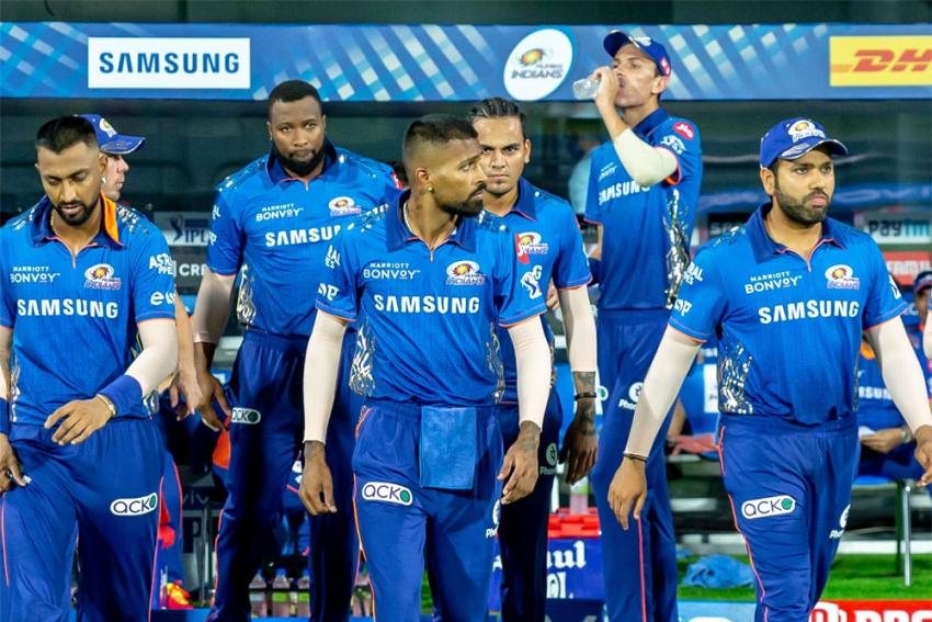 IPL 2021: Mumbai Indians' Domestic Players On Way Home, Mahela Jayawardene Heads To Maldives