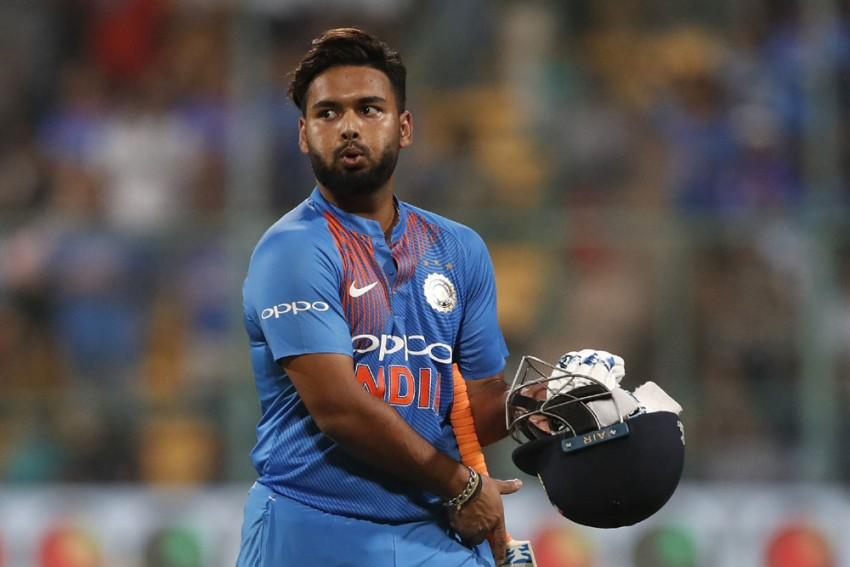 Delhi Capitals' Skipper Rishabh Pant Joins Fight Against COVID-19, Donates Money