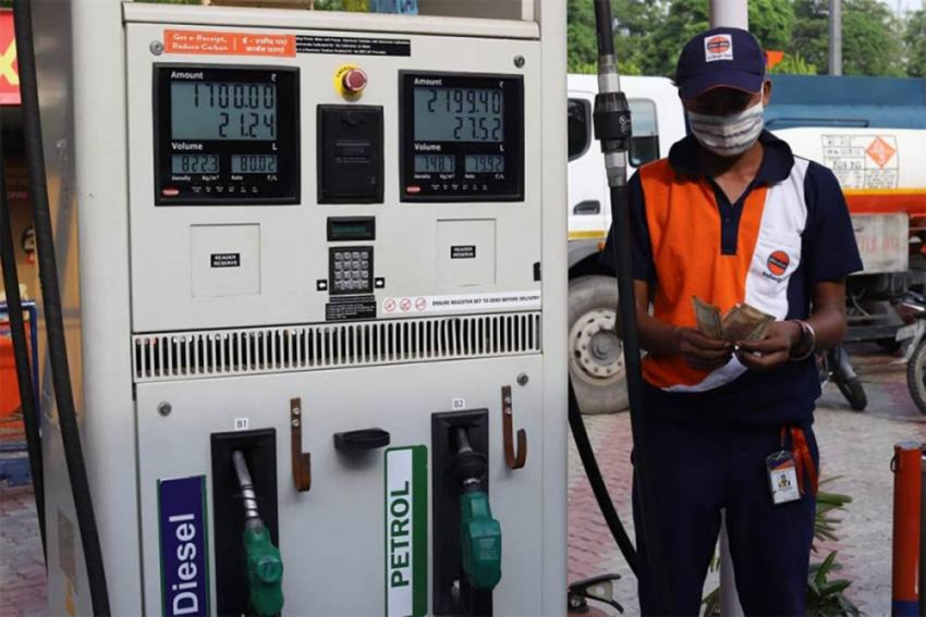 Amid Fuel Price Hike, Petrol Rates Breach Rs 100 Per Litre Mark In Seven States, UTs